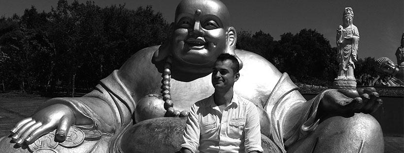 Rubén Denodos con Budha